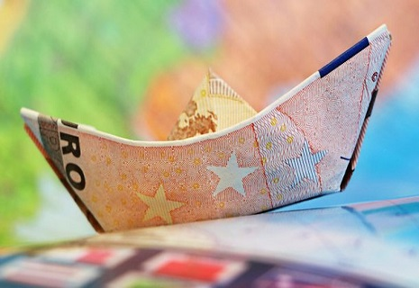 Українцям дозволили отримувати зарплату у валюті