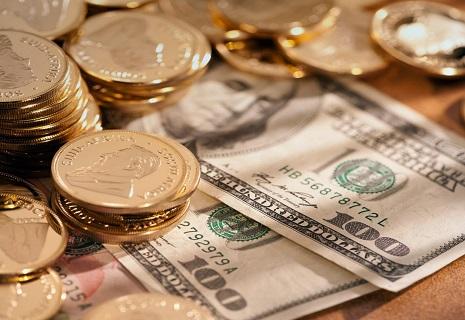Долар розпочав тиждень з подорожчання