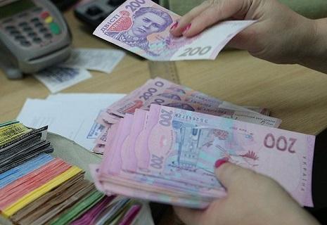 Від сьогодні зросли зарплати, стипендії і пенсії в Україні