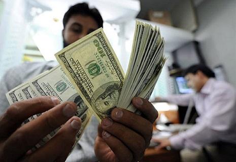 Курс долара перевалив за 15 гривень
