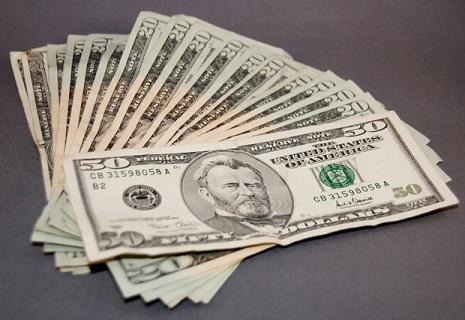 В Україні стартував реальний продаж долара