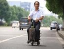 Китаєць сконструював мопед-валізу, що розганяється до 20 км/год (ФОТО)
