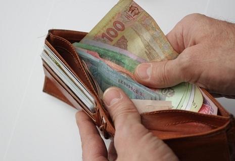 У бюджеті відсутні гроші на нові зарплати та пенсії