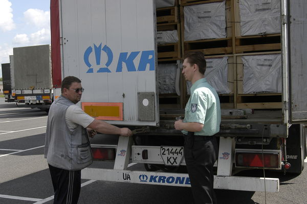 Уряд планує скасувати митні пільги на мільярди гривень