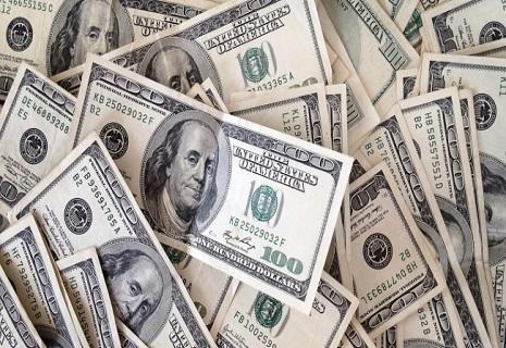 Курс долара у світі обвалився нижче