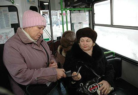 Українським пенсіонерам та інвалідам заберуть пільги