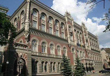 Гонтарєва не рекомендує підвищувати зарплати і пенсії українцям