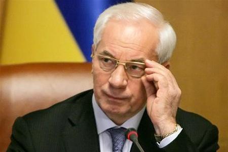 Азаров вимагає від міністрів купувати тільки українське