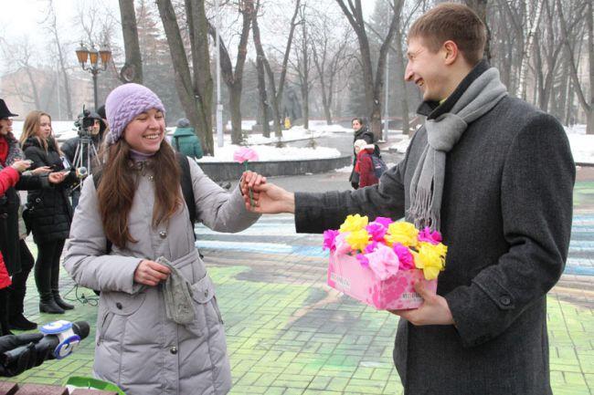 Жінкам на 8 березня масово даруватимуть квіти