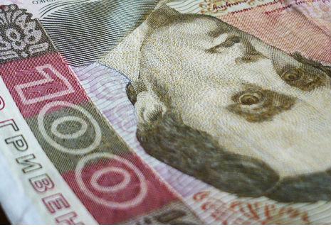 Українці стали заробляти на 21 гривню більше