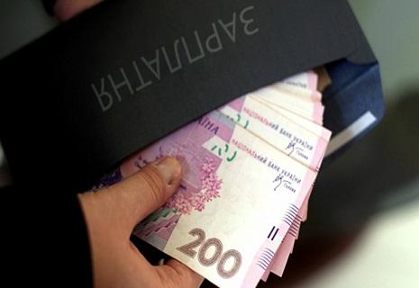 Зарплати українців перевищили