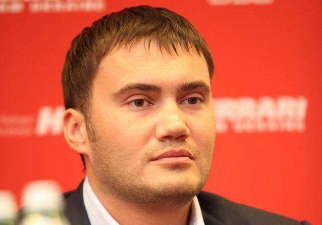 Малий Янукович вже як татко