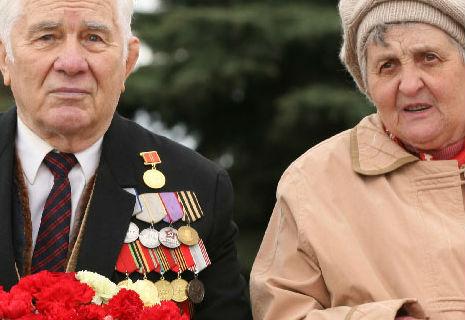 Азаров додав ветеранам аж 10 гривень