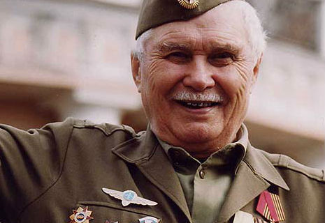 Янукович підвищить пенсії інвалідам війни