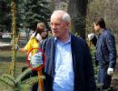 Азаров не рідниться з простим людом (ФОТО)