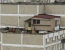 Киянин побудував будинок на даху висотки (фото)
