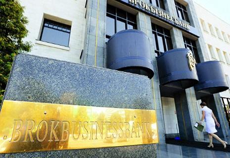 Чим загрожує українцям банкрутство банків Курченка?