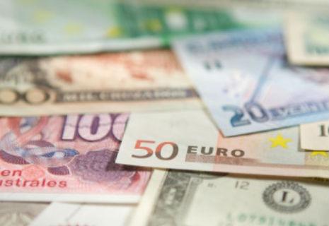 Українці довіряють гривні і не хочуть валюти