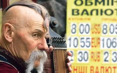 Українці масово згрібають всю валюту