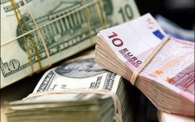 Назад в майбутнє: українці знову почали купувати долари