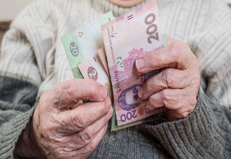 Українцям зі стажем різко підвищать пенсії