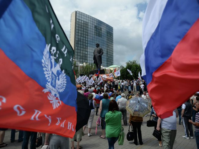 3585_dnr_rossiya_flagi.jpg (53. Kb)
