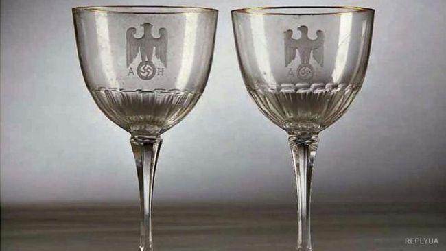 В Германии продавали серебро Гитлера и Браун (фото)