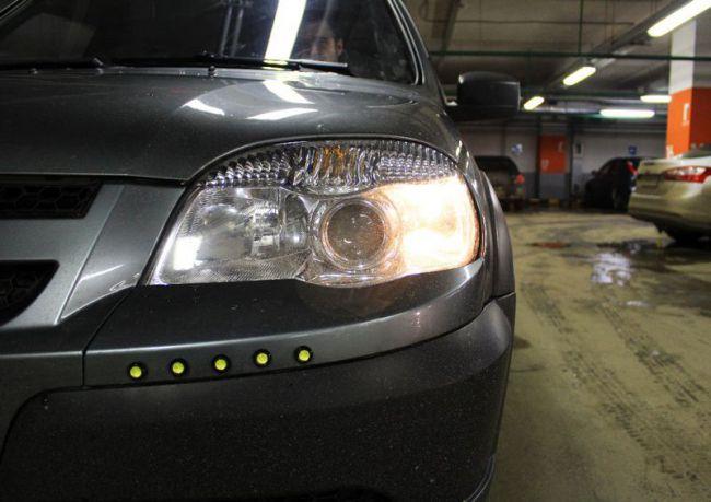 С 1 октября: Названы штрафы за выключенный свет фар в авто