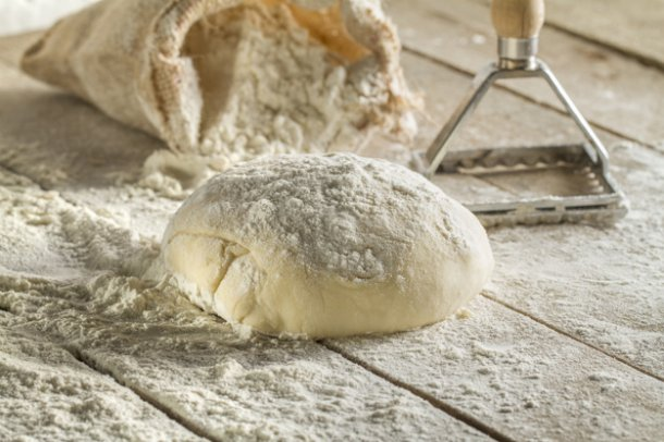 9383_close-up-of-wooden-surface-with-dough_23-2147606583.jpg (52.64 Kb)