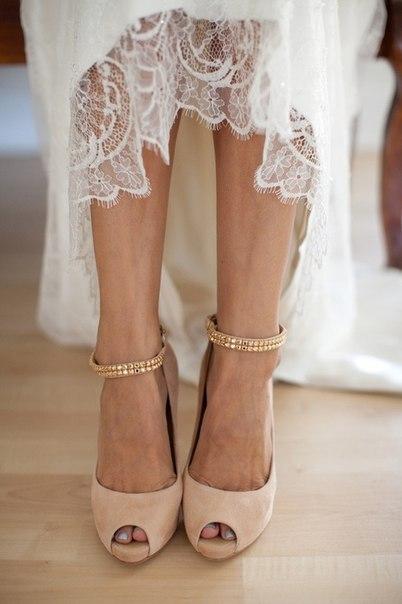 Кожна деталь Вашого весільного образу має гармоніювати між собою та вдало доповнювати одна одну. Відтак, придбавши вишукану сукню, фату, біжутерію, до