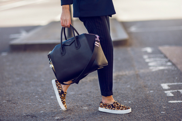 young-woman-wearing-leopard-printed-loafers.jpg (222.28 Kb)
